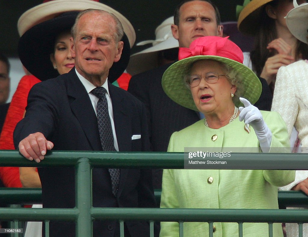 Queen Elizabeth And The Duke Of Edinburgh Attend Kentucky Derby : News Photo