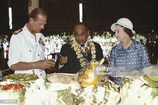Prince Philip Hammer DeRoburt President of the Republic of Nauru and Queen Elizabeth II inspecting fruit at a garden party held at the State House in...