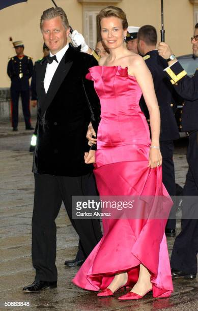 Prince Philippe and Princess Mathilde of Belgium arrive to attend a gala dinner at El Pardo Royal Palace on May 21 2004 in Madrid Spain Spanish Crown...