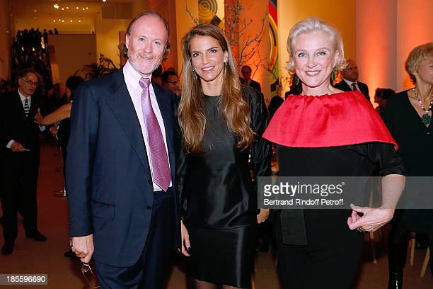 Prince Pierre D'aremberg Miss Serge Weinberg and Joy Endericks attend the the dinner of the friends of the 'Musee d'Art Moderne de la ville de Paris'...