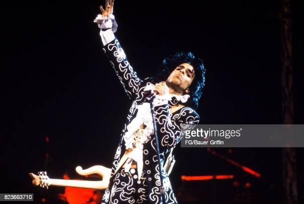 Prince plays his Sign O The Times concert at the Palais Omnisports in Paris on June 13 1987 in Paris France 170612F1