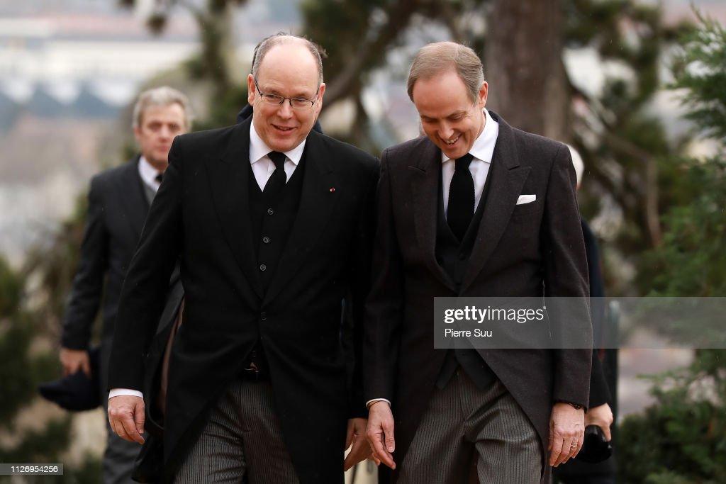 Funeral Of Prince Henri Of Orleans,  Count Of Paris At Chapelle Royale In Dreux : Fotografía de noticias