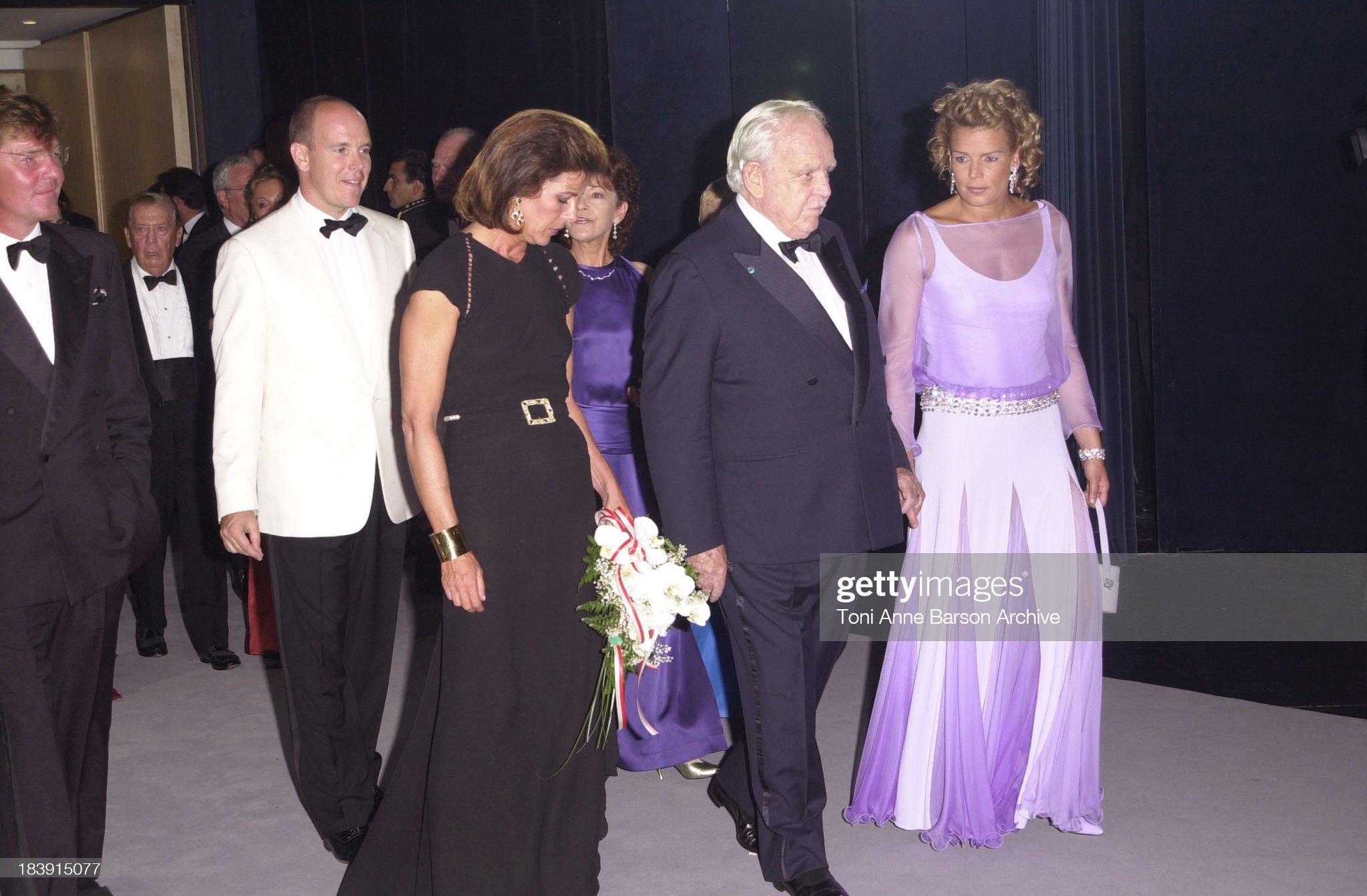 Вечерние наряды Принцессы Каролины. Red Cross Ball 2001- Ball Opening : News Photo