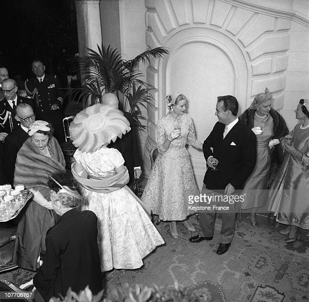 Prince Rainier Of Monaco And His Wife Grace Kelly During The Reception At The Palace Of Monaco After Their Civil Wedding On The Right Princess...