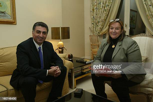 Prince Reza Ii Pahlavi Receives Paris Match Le prince REZA II PAHLAVI reçoit PARIS MATCH lors de sa venue à PARIS le prince souriant assis sur un...