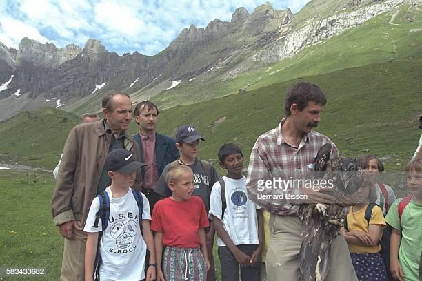 Prince Sadruddin Aga KhanAntoine Rouillon Project Leader and children of Jules Ferry school