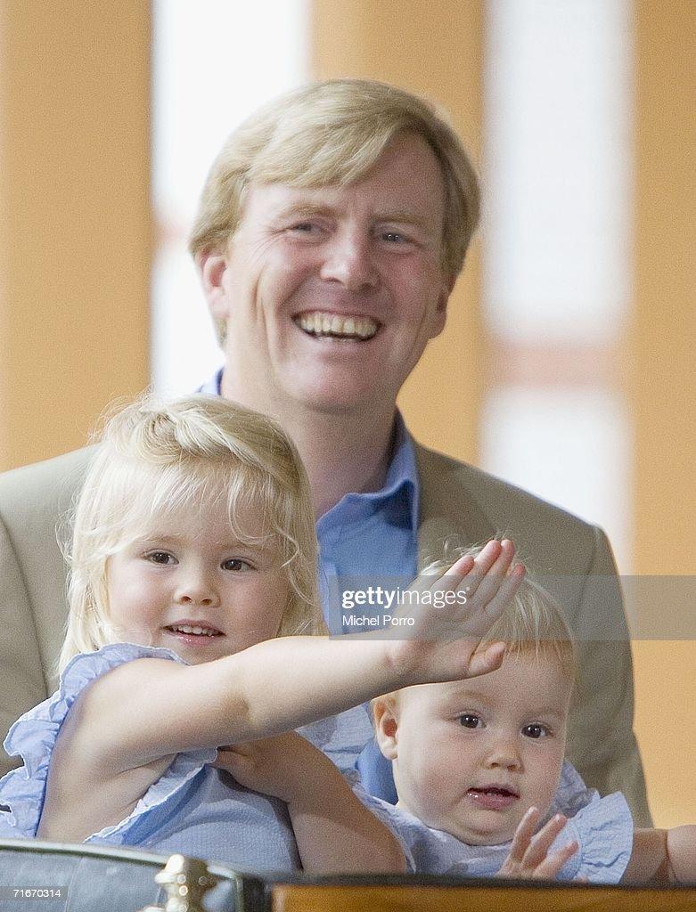 Japanese Royal Family During A Photocall At Dutch Royal Palace : Nieuwsfoto's