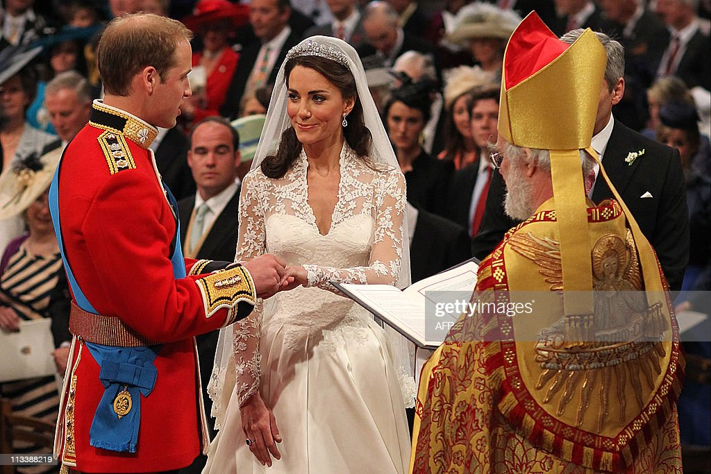 Prince William (L) and Kate Middleton (C : News Photo