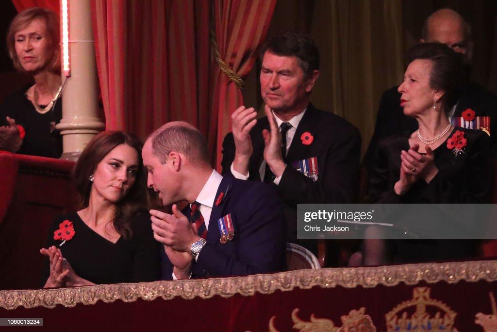 CASA REAL BRITÁNICA - Página 79 Prince-william-duke-of-cambridg-catherine-duchess-of-cambridge-anne-picture-id1060013234