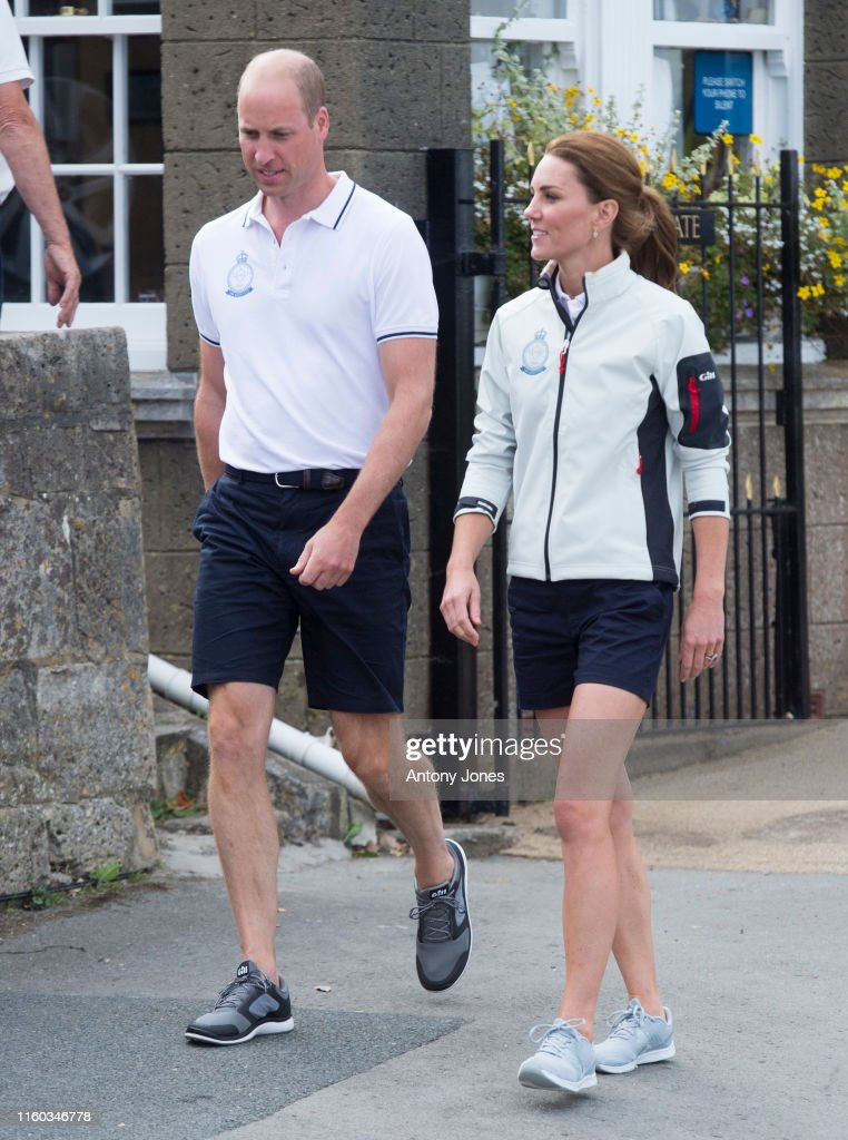 The Duke And Duchess Of Cambridge Take Part In The King's Cup Regatta : Foto jornalística