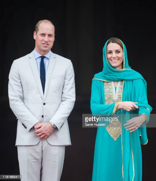 Prince William Duke of Cambridge and Catherine Duchess of Cambridge visit the Badshahi Mosque on October 17 2019 in Lahore Pakistan Their Royal...