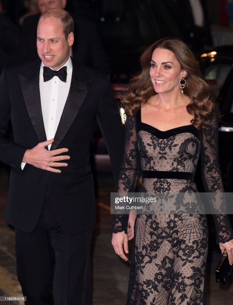 The Duke And Duchess Of Cambridge Attend The Royal Variety Performance : Foto di attualità