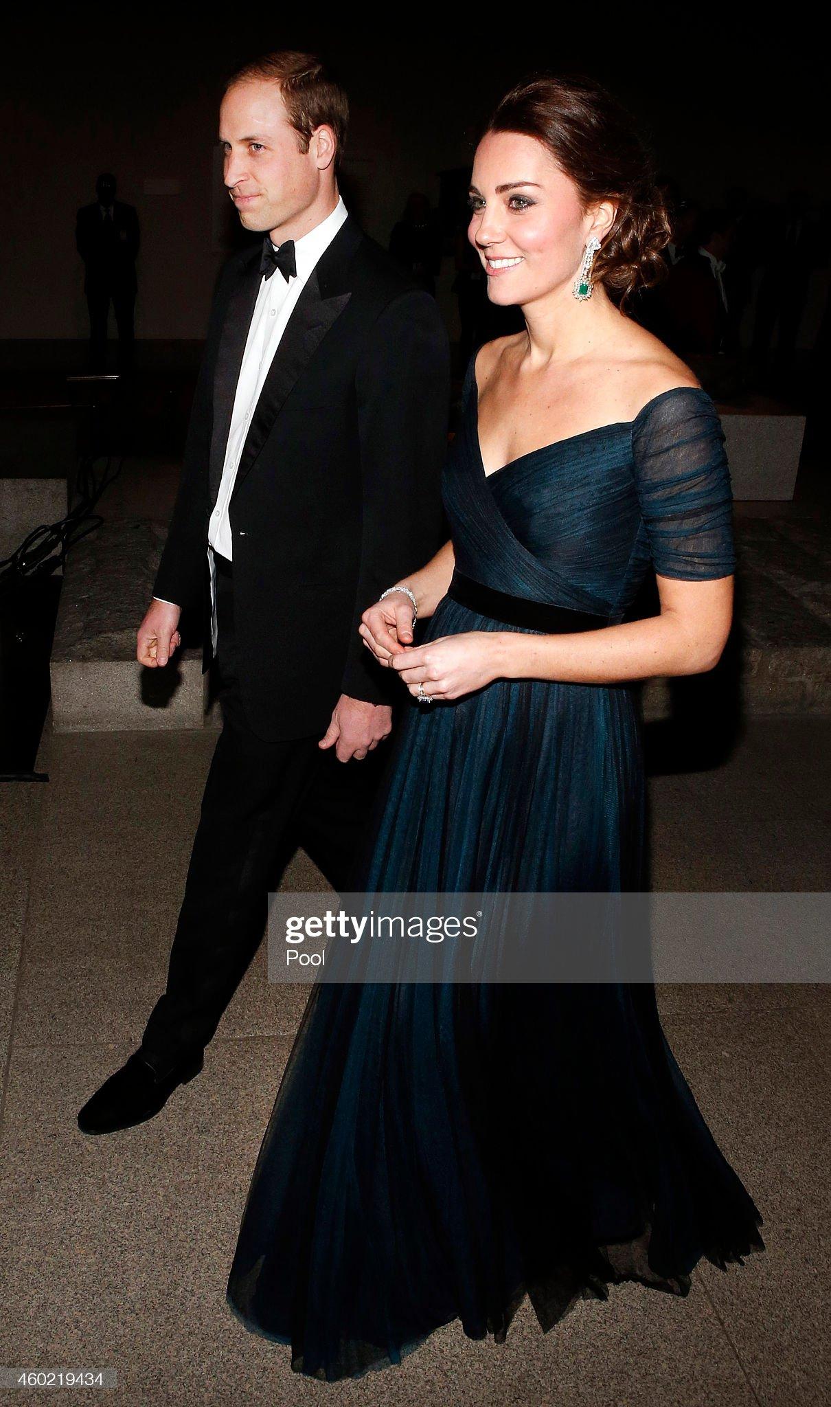 Вечерняя модница 2020 - Кэтрин, Герцогиня Кембриджская St. Andrews 600th Anniversary Dinner - Inside : News Photo