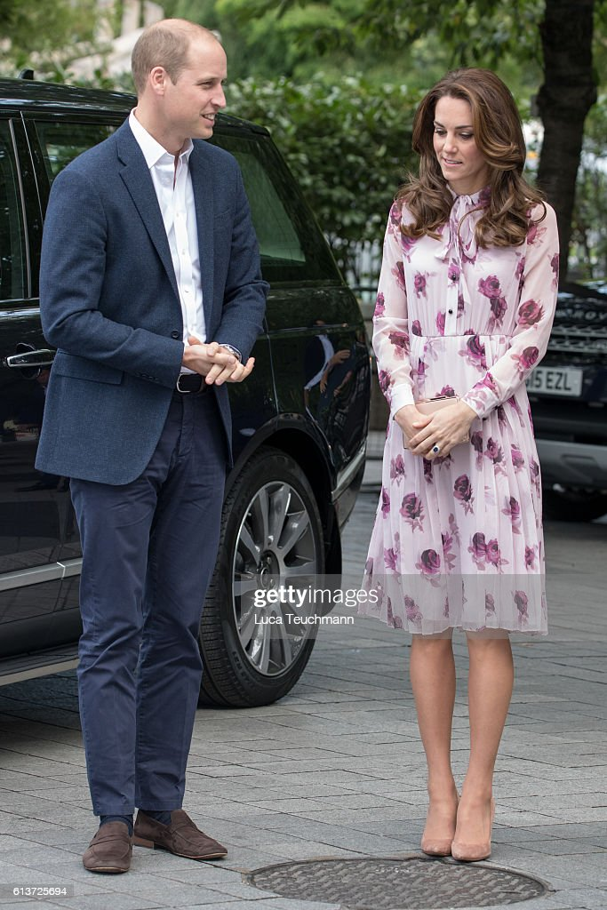 The Duke & Duchess Of Cambridge And Prince Harry Celebrate World Mental Health Day At The London Eye With Heads Together : Foto jornalística