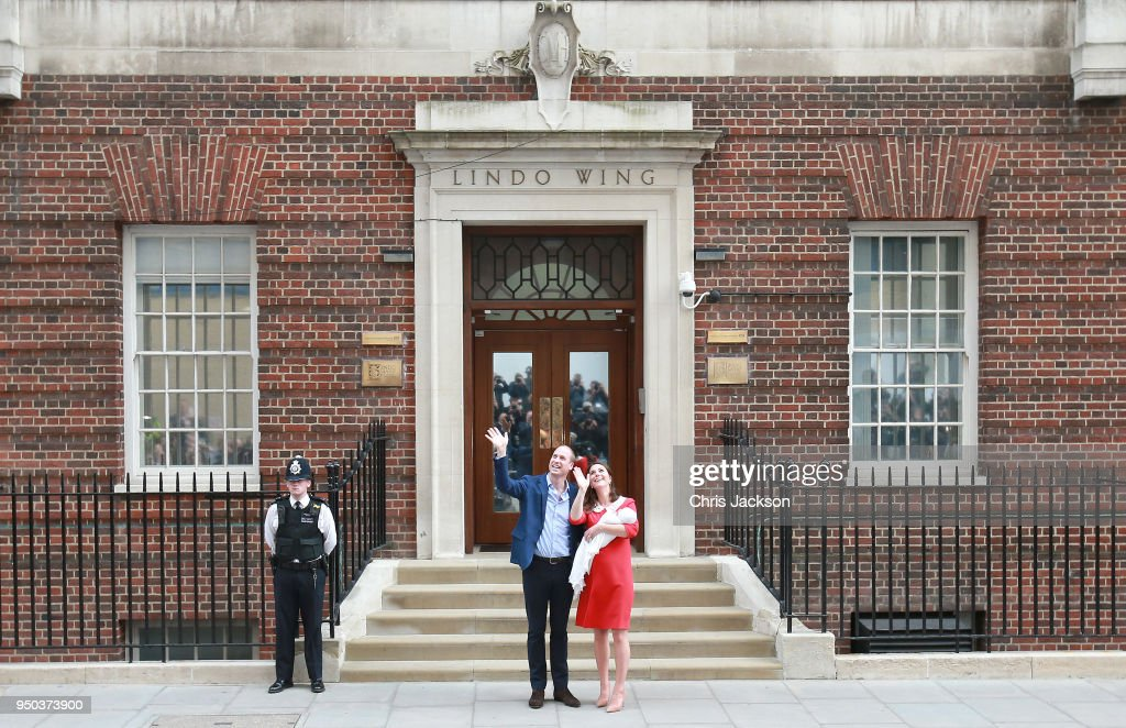 The Duke & Duchess Of Cambridge Depart The Lindo Wing With Their New Son : ニュース写真