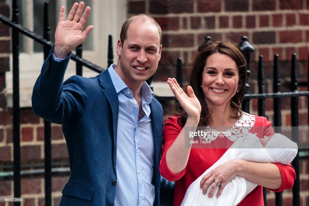 The Duke & Duchess Of Cambridge Depart The Lindo Wing With Their New Son : Nieuwsfoto's