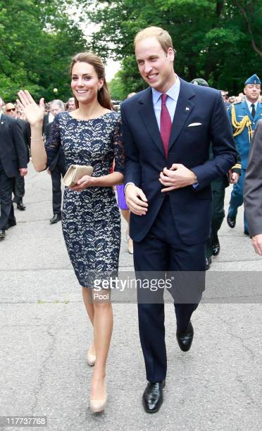 Prince William, Duke of Cambridge and his wife Catherine, Duchess of Cambridge, arrive at an official welcoming ceremony at Rideau Hall on June 30,...