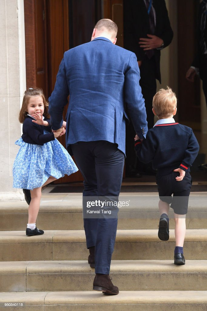 The Duke & Duchess Of Cambridge Depart The Lindo Wing With Their Baby Boy : ニュース写真