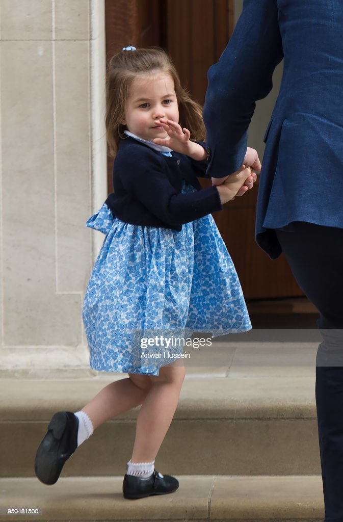 The Duke & Duchess Of Cambridge Depart The Lindo Wing With Their New Son : Fotografía de noticias