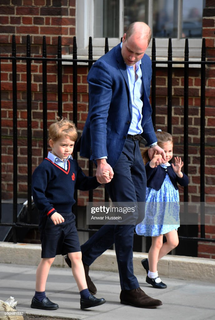 The Duke & Duchess Of Cambridge Depart The Lindo Wing With Their New Son : Fotografía de noticias