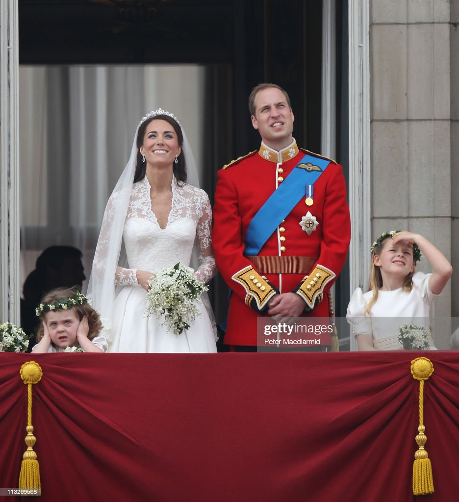 Royal Wedding - The Newlyweds Greet Wellwishers From The Buckingham Palace Balcony : News Photo