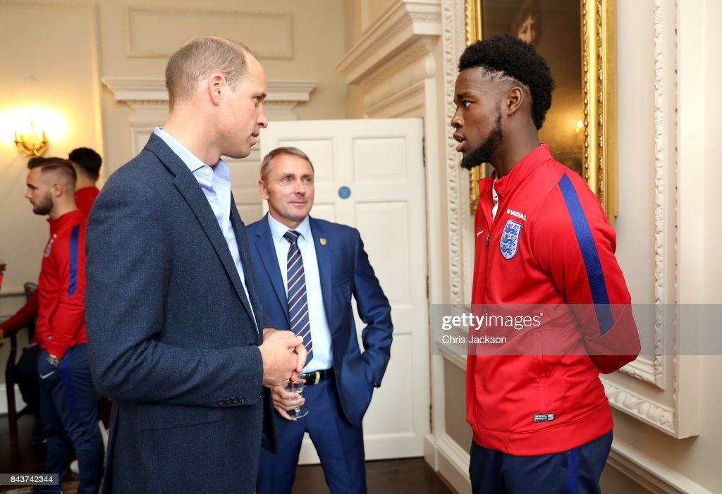 Prince William, Duke of Cambridge (L) President of the Football Association, speaks with England U20 manager Paul Simpson (C) and Josh Onomah during a reception for the Under-20 England Football Team at Kensington Palace on September 7, 2017 in London, England. The England Under-20 side became the first England team to win a football World Cup since 1996 when they beat Venezuela 1-0 on June 11th, 2017.