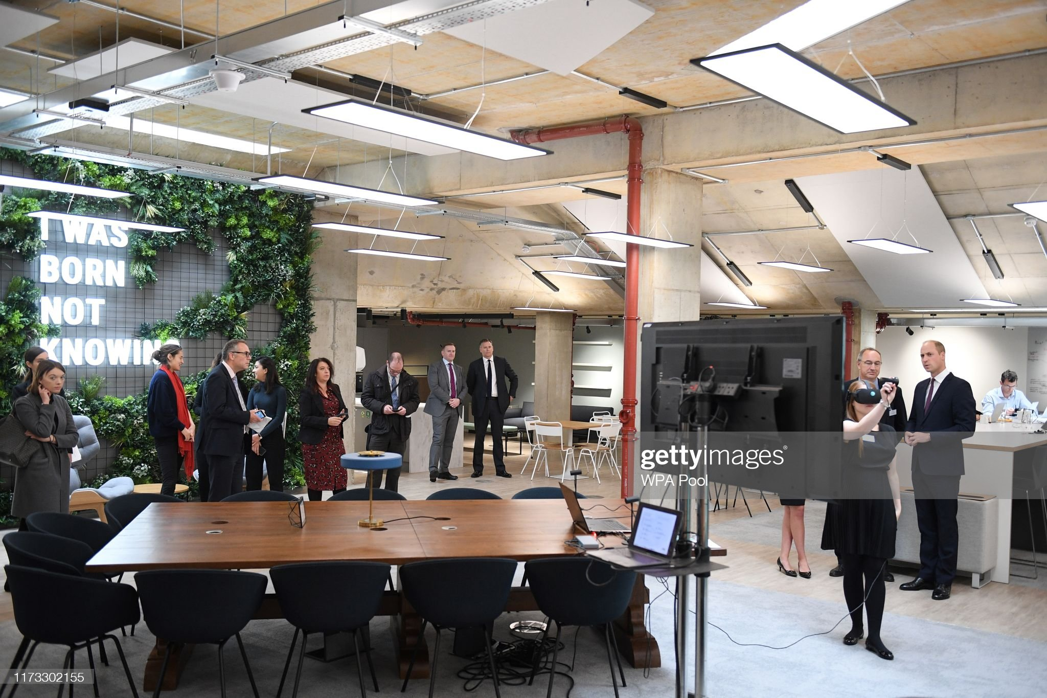 prince-william-duke-of-cambridge-watches-a-virtual-reality-for-a-picture-id1173302155