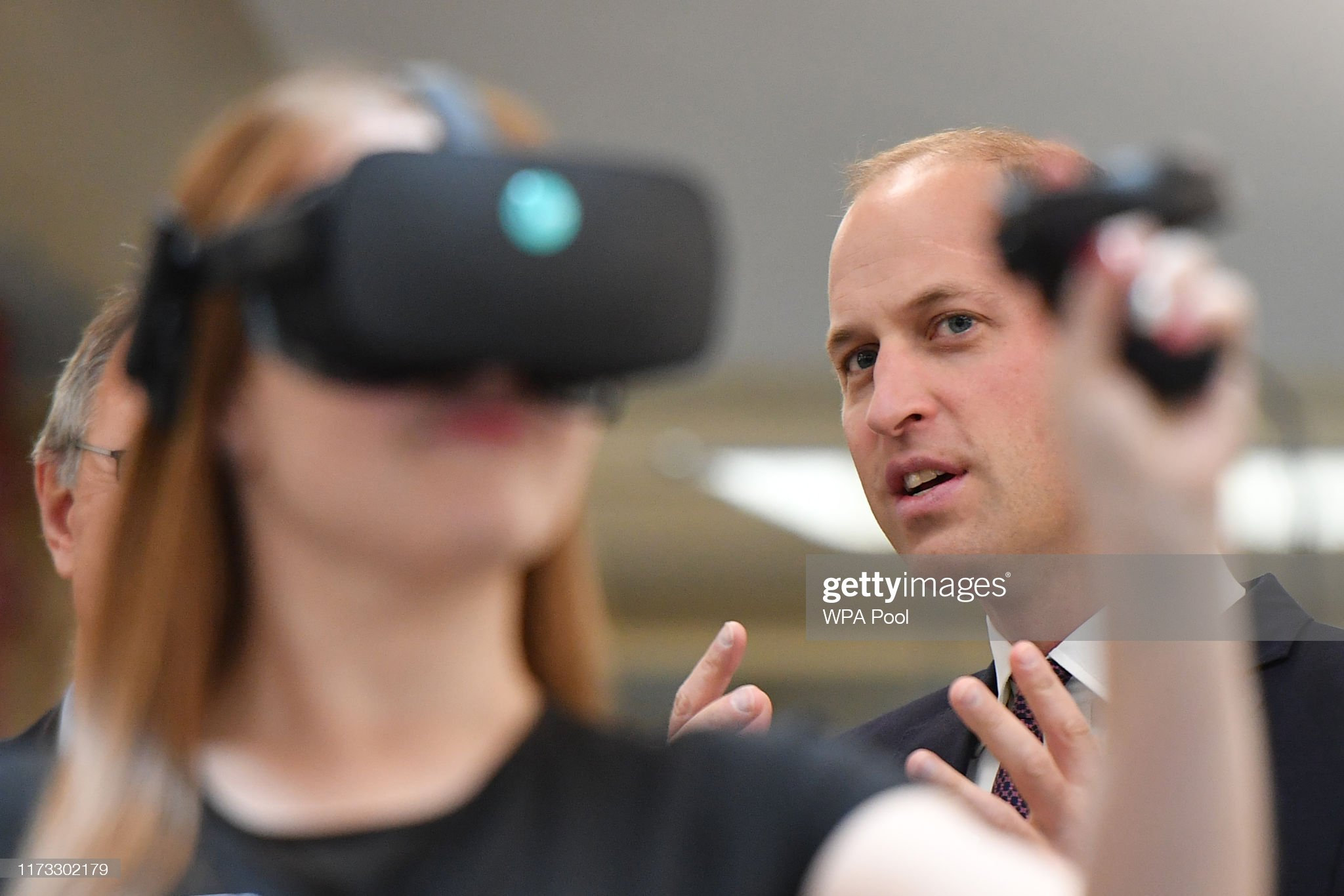 prince-william-duke-of-cambridge-watches-a-virtual-reality-for-a-picture-id1173302179