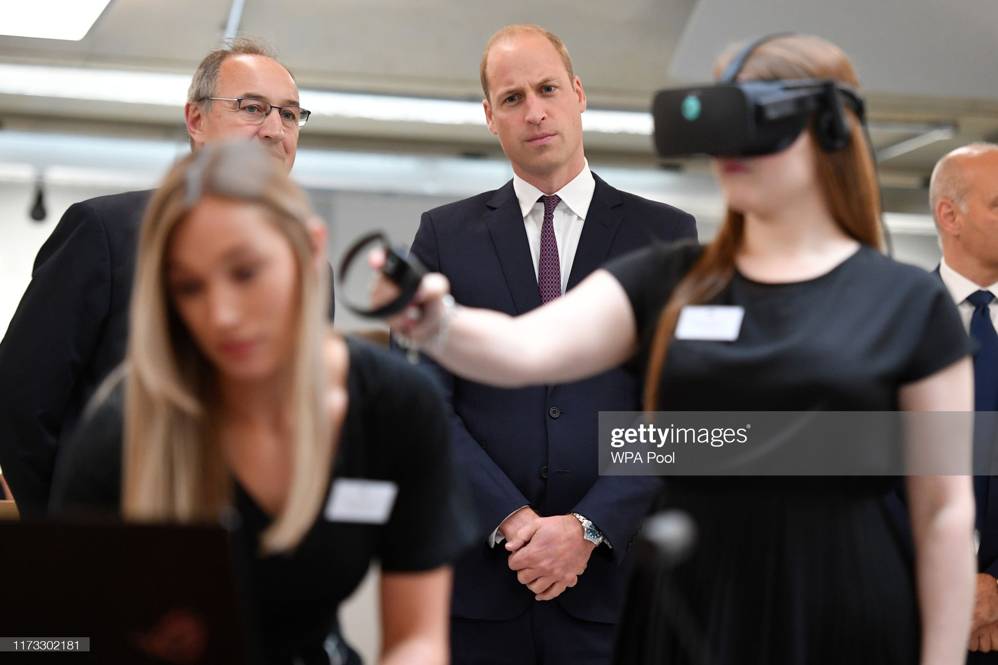 prince-william-duke-of-cambridge-watches-a-virtual-reality-for-a-picture-id1173302181