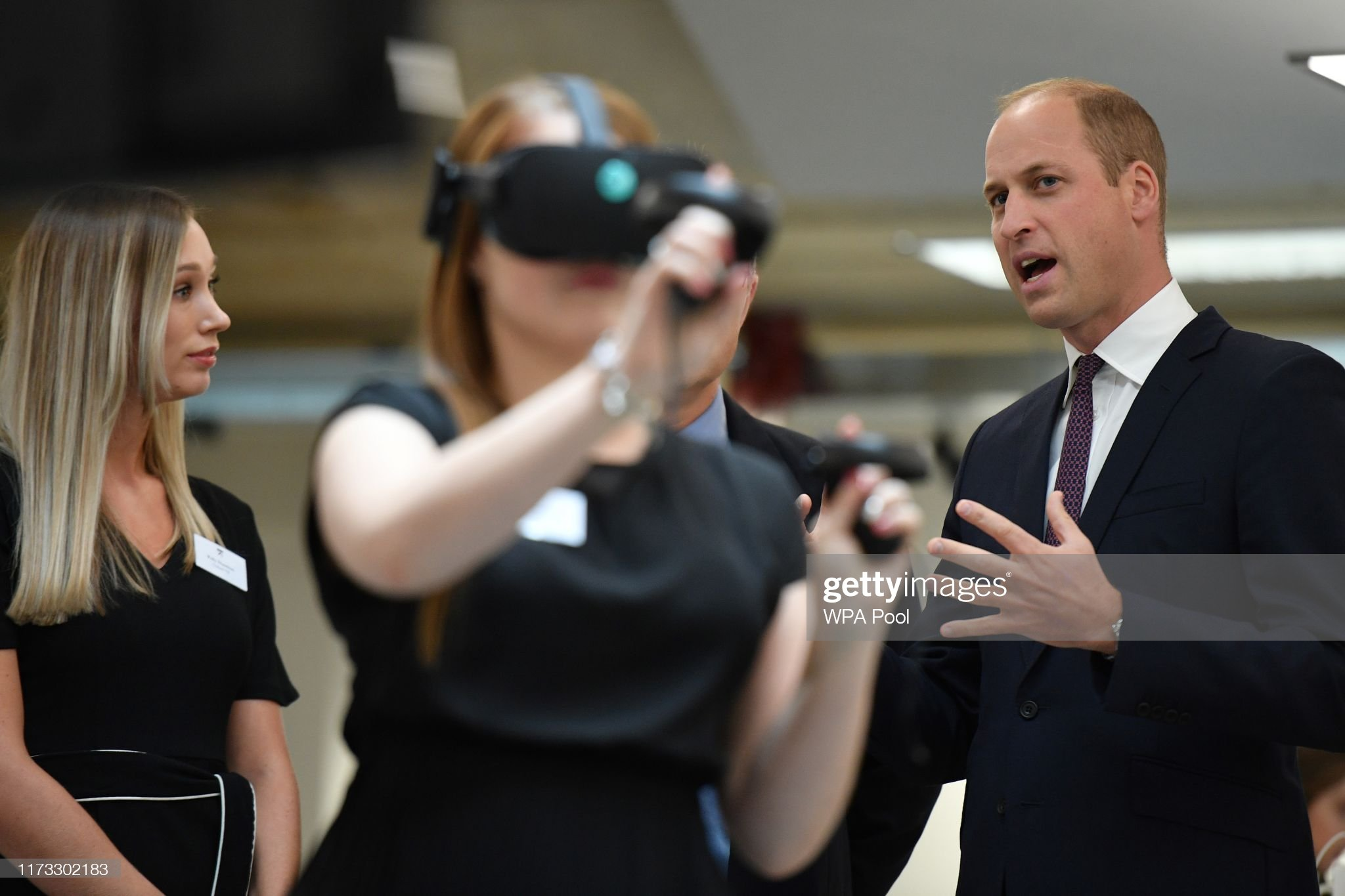 prince-william-duke-of-cambridge-watches-a-virtual-reality-for-a-picture-id1173302183
