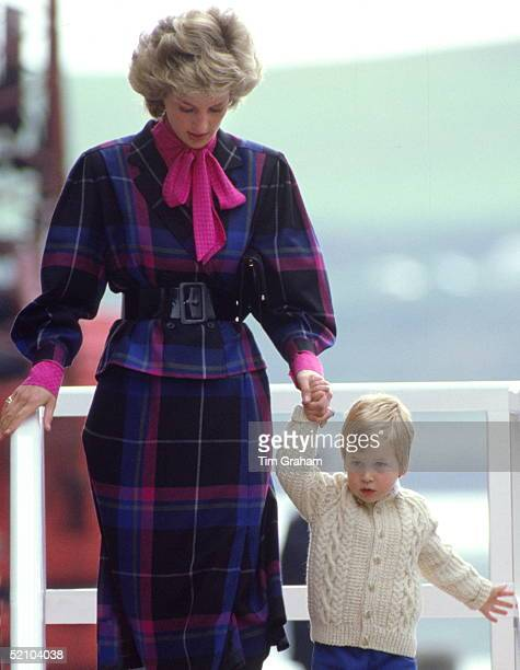 Prince William Leaving The Royal Yacht Britannia In Scotland With His Mother The Princess Of Wales After A Cruise Of The Western Isles Diana Is...