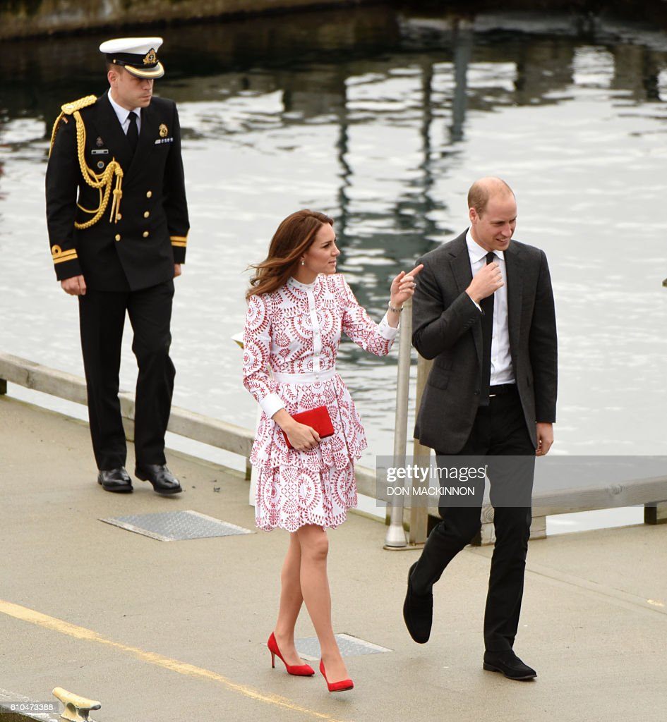 Prince William the Duke of Cambridge (R) and Catherine the Duchess of Cambridge arrive by seaplane at Jack Poole Plaza in Vancouver, British Columbia on September 25, 2016. / AFP / Don MacKinnon