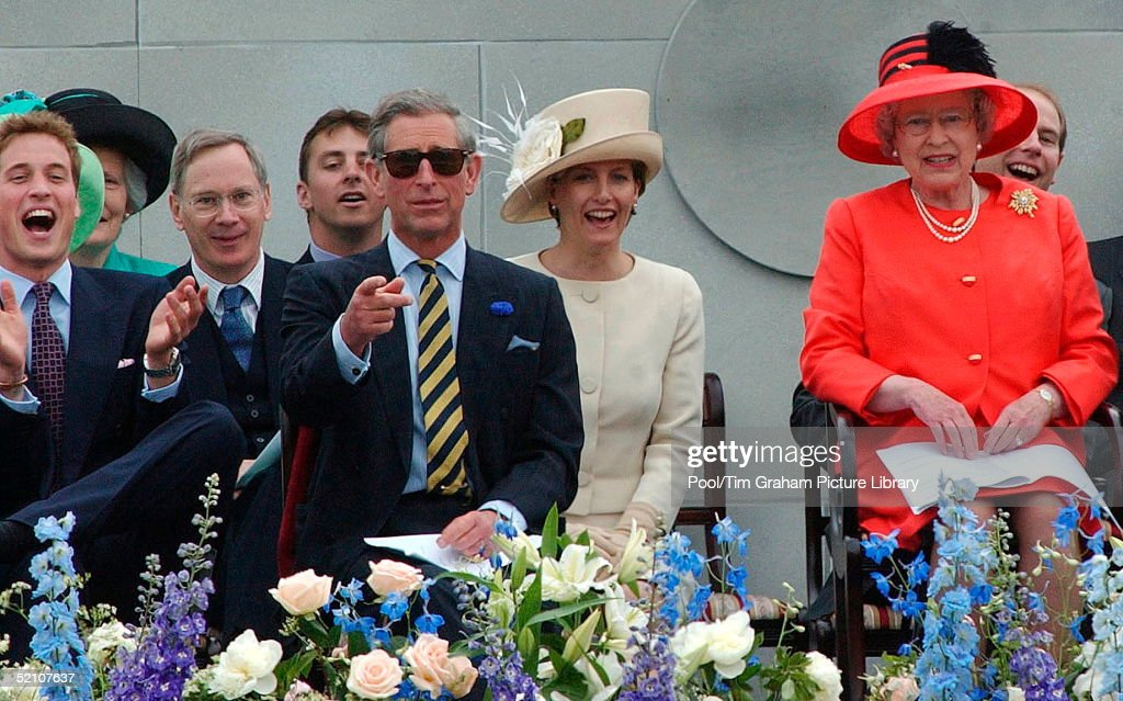 William And Charles And Queen : News Photo