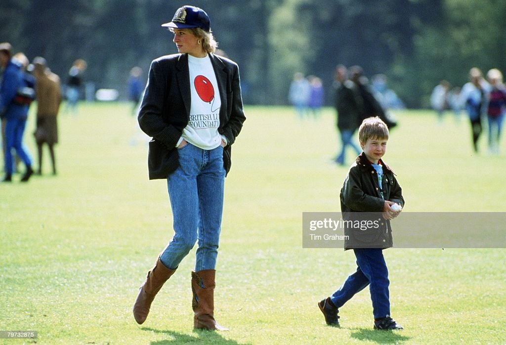 Prince William with his mother Diana, Princess of Wales at G : News Photo