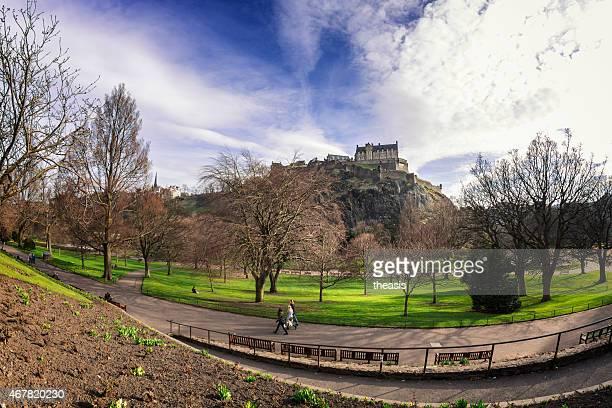 princes street gardens und edinburgh castle - theasis stock-fotos und bilder