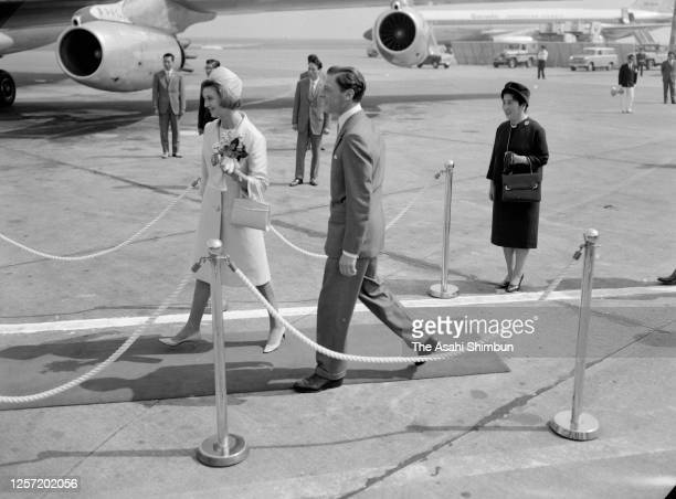 Princess Alexandra and her husband Angus Ogilvy are seen off by Princess Setsuko of Chichibu on departure at Haneda Airport on September 30, 1965 in...