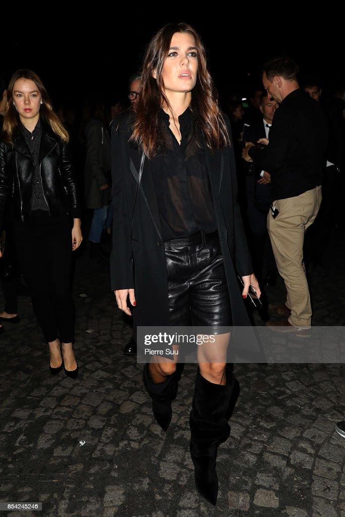 Saint Laurent : Outside Arrivals - Paris Fashion Week Womenswear Spring/Summer 2018 : Nachrichtenfoto