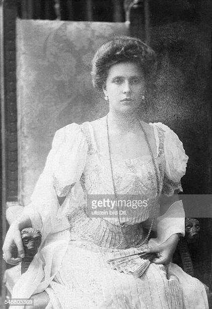 Princess Alice of Battenberg *25.02.1885-+ later Princess Andrew of Greece and Denmark - Portrait, in the chair - about 1906 - Photographer: Karl...