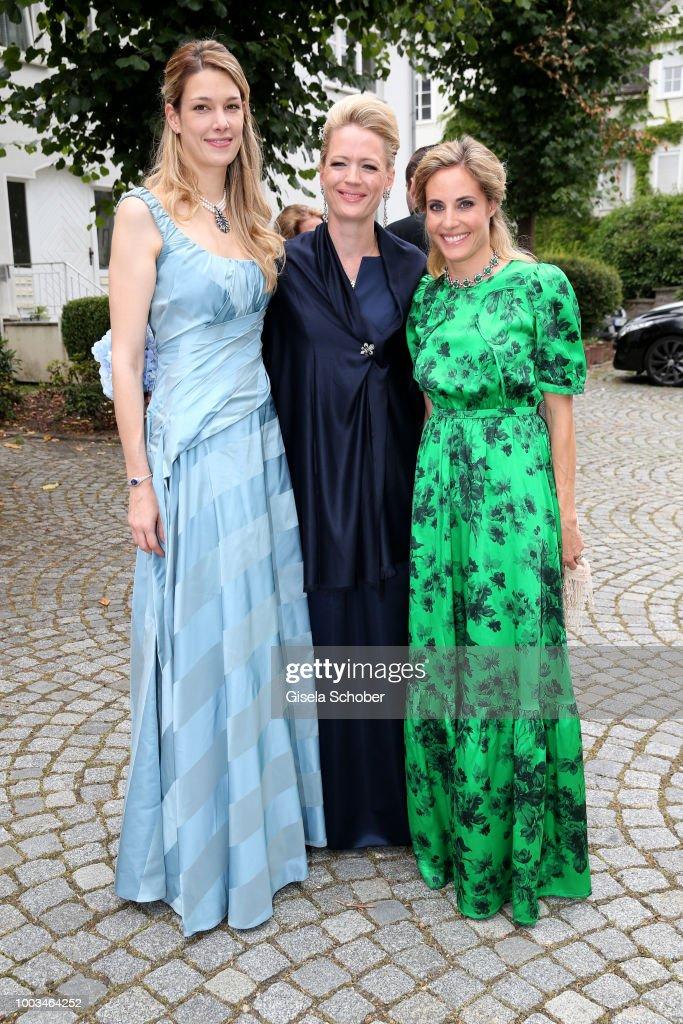 Высший свет. Галерея - Страница 13 Princess-anna-von-bayern-and-her-sisterinlaw-camilla-zu-and-princess-picture-id1003464252