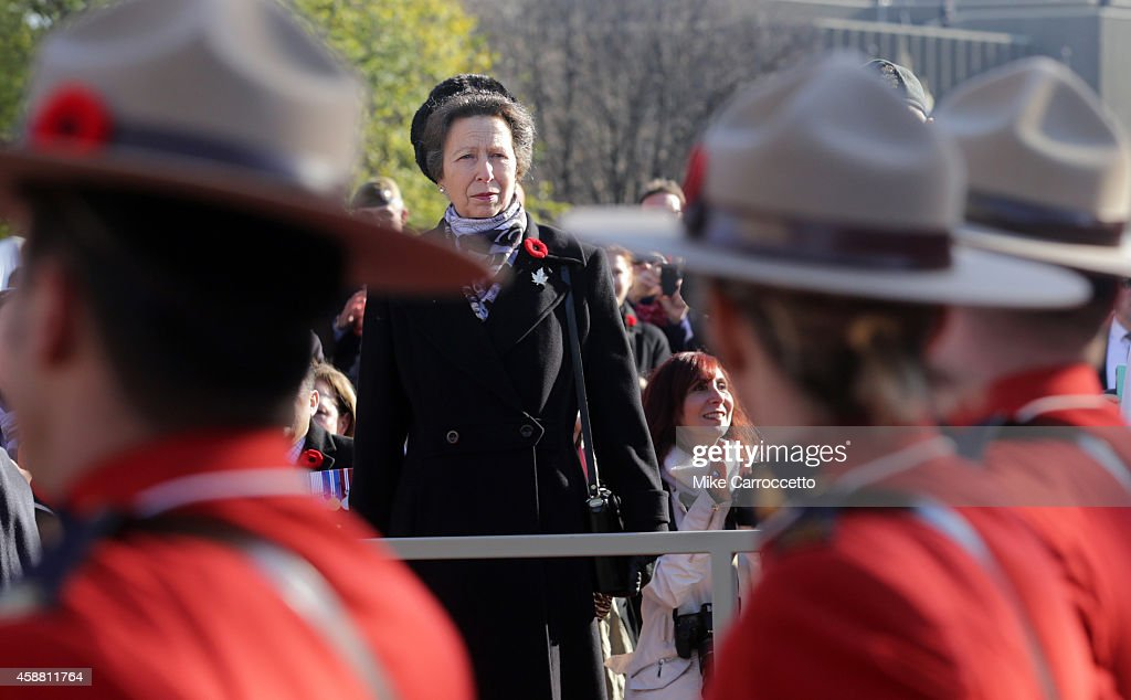 Canadian Remembrance Day Ceremony Held At War Memorial In Ottawa : News Photo