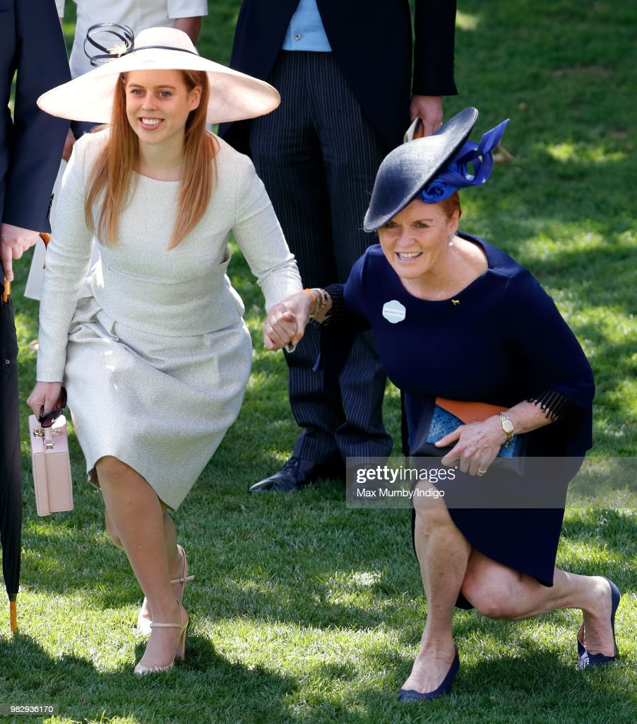 Princess Beatrice and Sarah, Duchess of York curtsy to Queen Elizabeth II as she and her guests pass by in horse drawn carriages on day 4 of Royal Ascot at Ascot Racecourse on June 22, 2018 in Ascot, England.