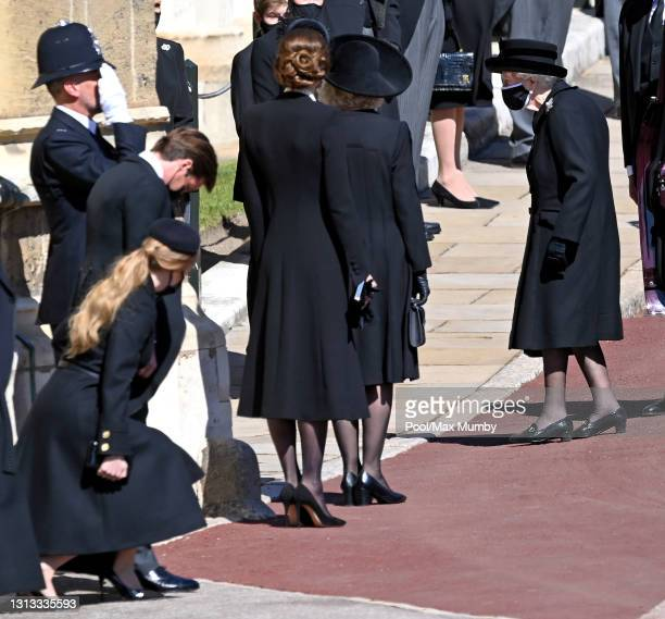 Princess Beatrice curtsies , Edoardo Mapelli Mozzi bows his head , Catherine, Duchess of Cambridge and Camilla, Duchess of Cambridge look on as Queen...