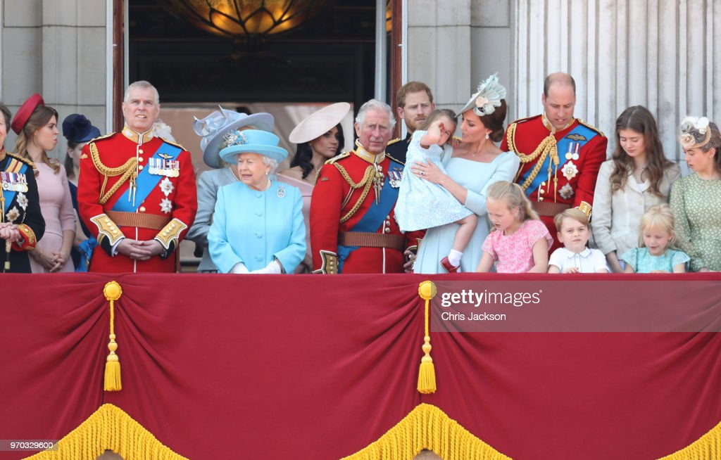 HM The Queen Attends Trooping The Colour : Nachrichtenfoto