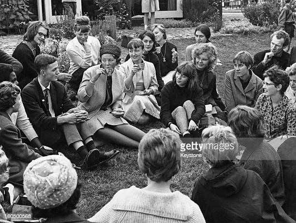 Princess Beatrix, Crown Princess of Holland, drinking tea with a group of art enthusiasts during a visit to Amsterdam, 31st August 1962.