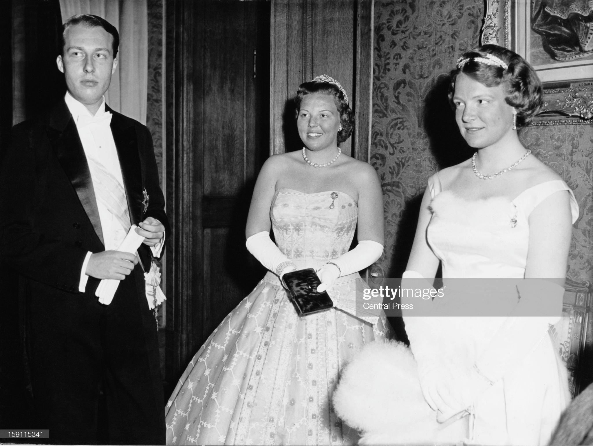 Princess Beatrix : News Photo