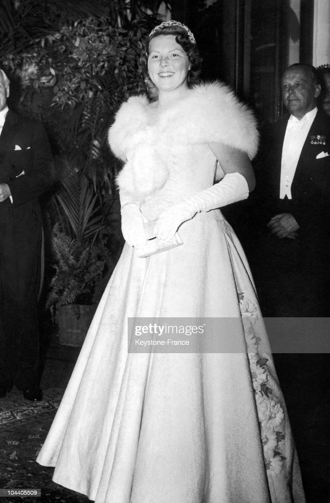 Princess Beatrix Of Holland At The Theatre : News Photo