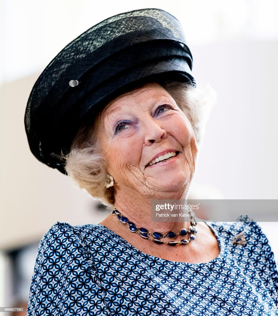 Princess Beatrix Opens Cultural Center Zinder In  Tiel : Nieuwsfoto's