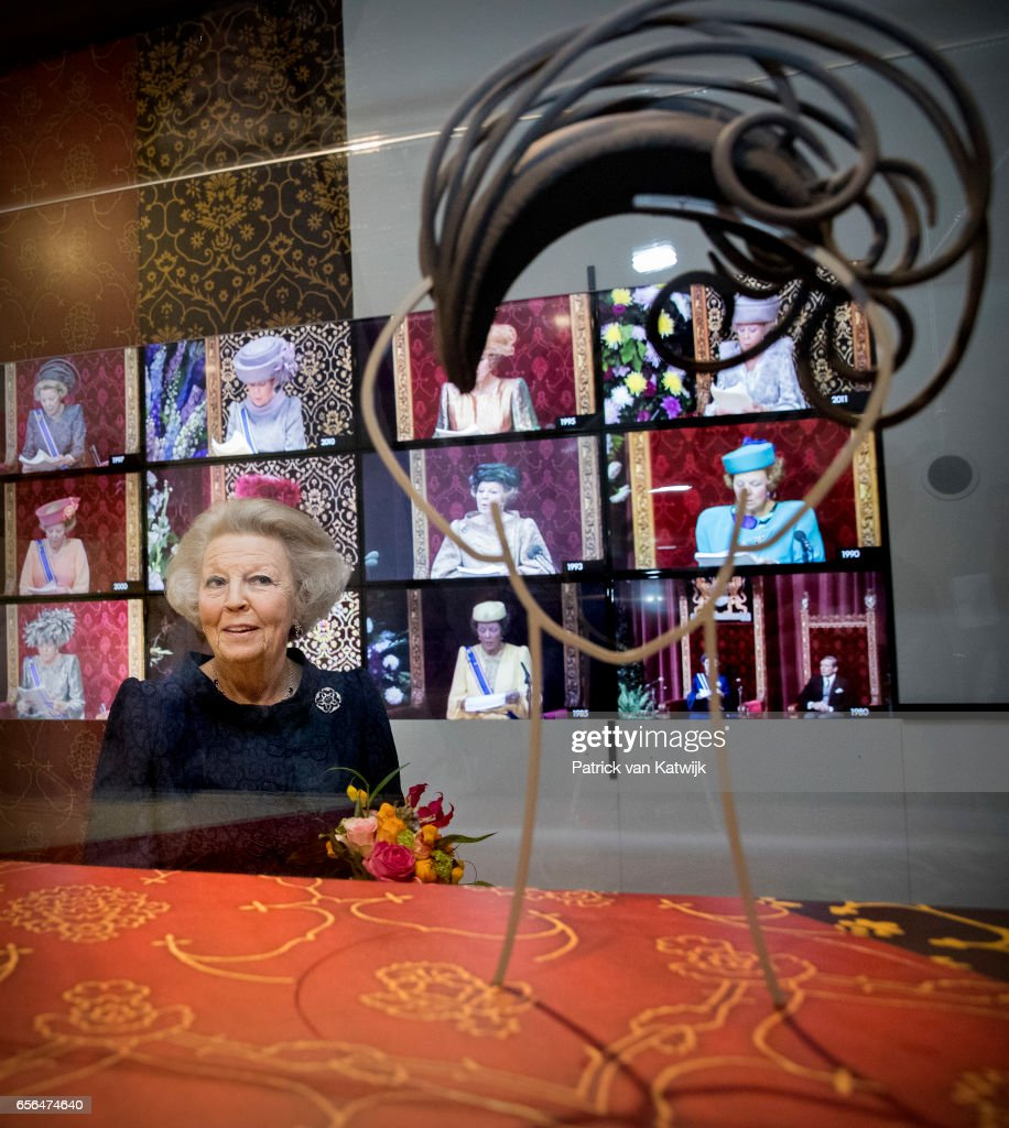 Princess Beatrix opens exhibition Chapeaux with her own Hats - Palace het Loo in Apeldoorn 22 maart 2017 : News Photo