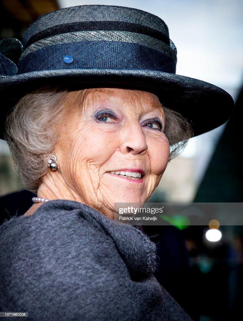 Princess Beatrix presents new name Sensoor : Nieuwsfoto's