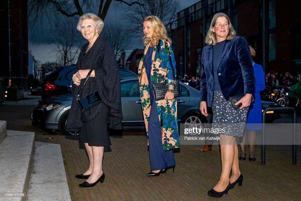 Princess Mabel And Princess Beatrix At Prince Friso Award In Delft : Photo d'actualité